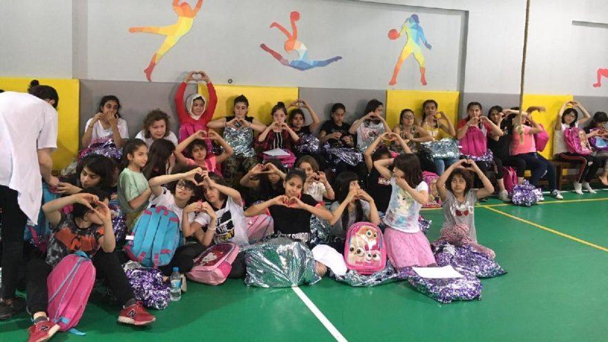 Ebru Yaşar'dan çocuklara bayram sürprizi
