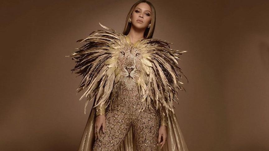Beyonce Rufat İsmayil tasarımı ayakkabı giydi
