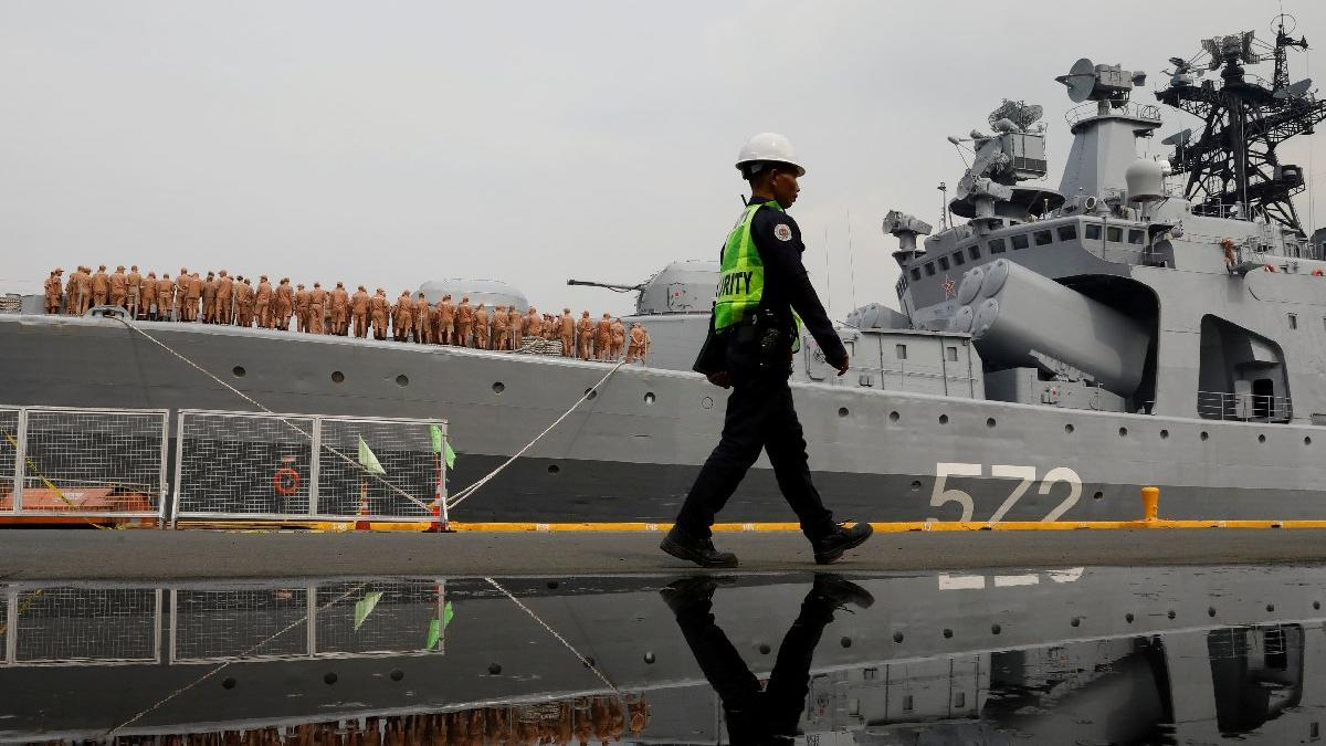 Rus ve ABD savaş gemilerinden restleşme: Mesafe sadece 30 metre