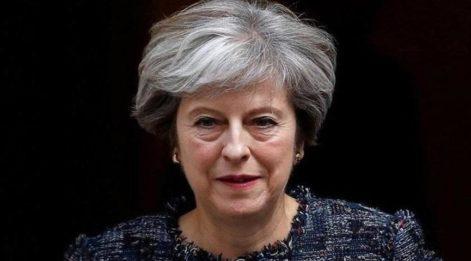 Theresa May parti liderliğini resmen bıraktı!