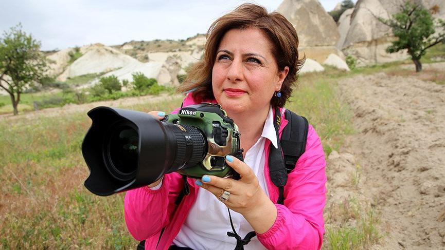 Ödüllü fotoğrafçı hemşire çekiyor, hastaları renklendiriyor