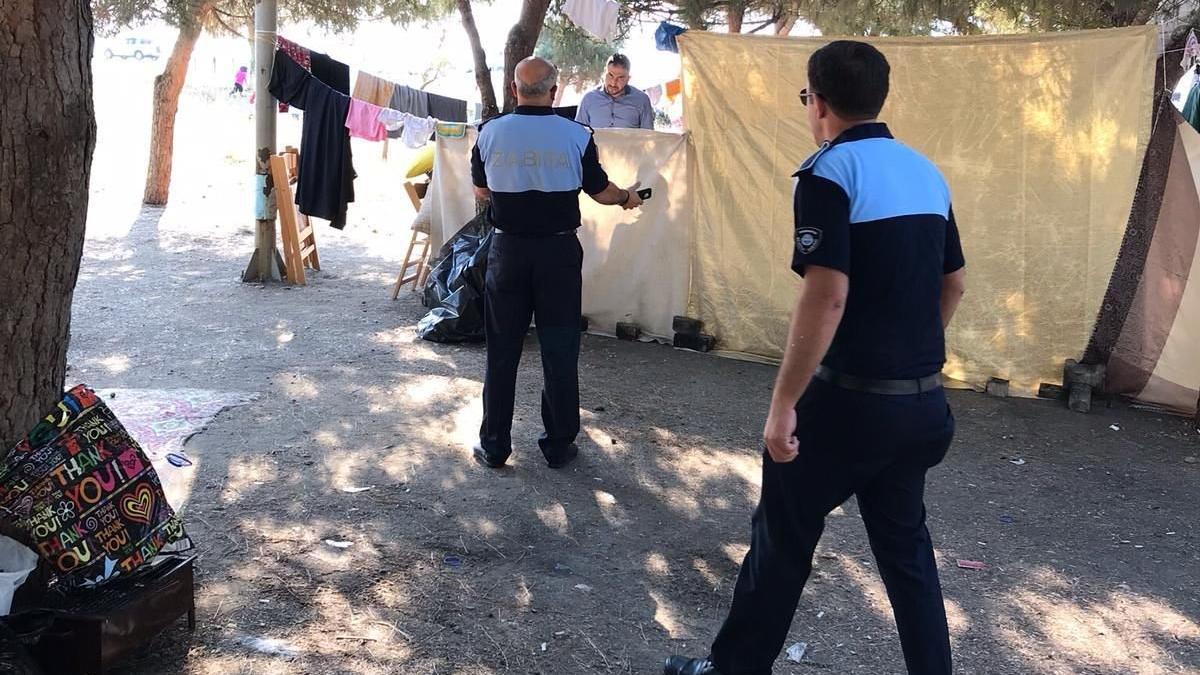 Bursa'da sahile inen Suriyeliler, tatilcileri canından bezdirdi