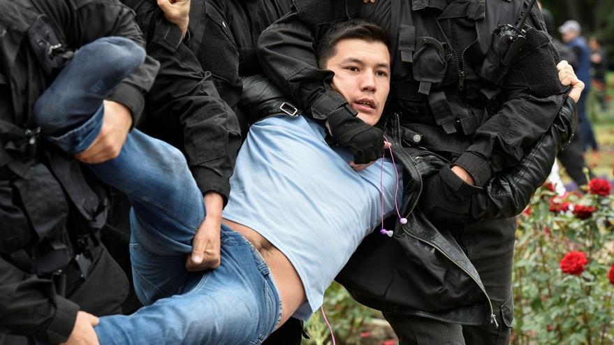 Kazakistan sandık başına gitti... Olaylar çıktı