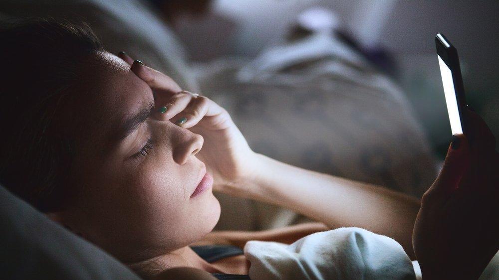 'Mavi ışık engelleyici gözlük' takanlar daha iyi uyuyacak