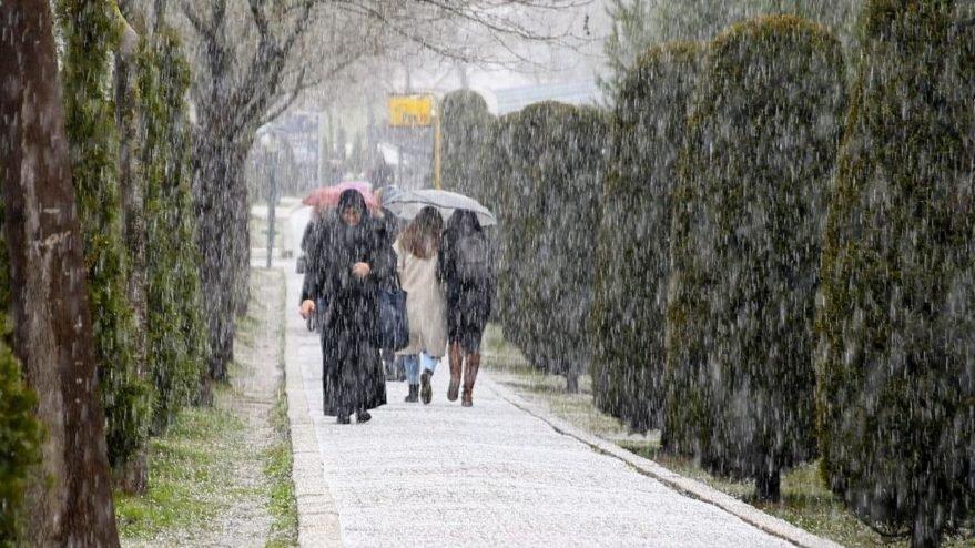 Meteoroloji'den kuvvetli yağış ve dolu uyarısı geldi!