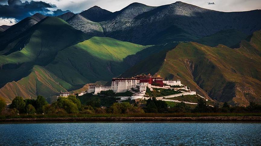 Dünyanın zirvesindeki Potala Sarayı