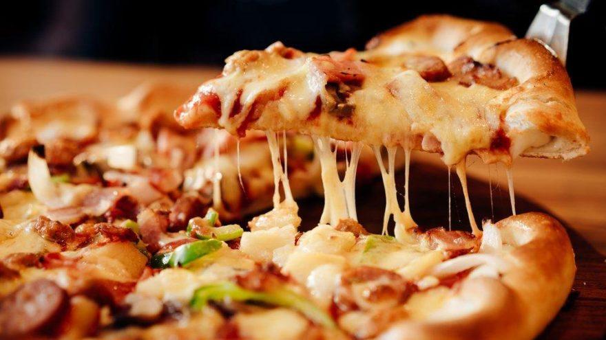 Pizza nasıl yapılır? İşte kolay pizza tarifi
