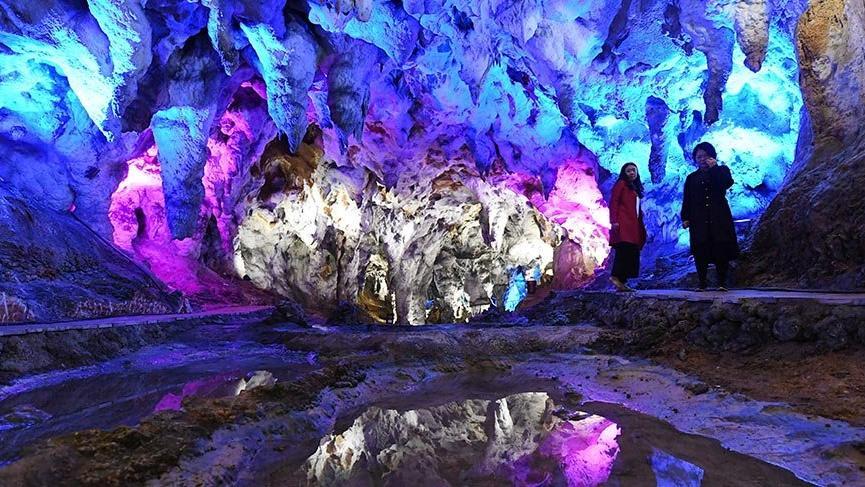 Nadir görülen sarkıtlara sahip Fuyuan Mağarası turizme açıldı