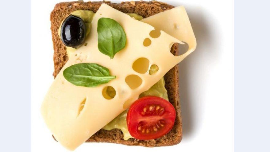 Açık tost nasıl yapılır? İşte açık tost tarifi ve malzemeleri…