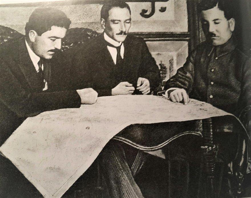 Atatürk, Rauf Orbay ve Ali Fuat Cebesoy 19-22 Haziran arasında Amasya'da bir araya geldiler. (Fotoğraf Sivas Kongresi günlerinden) ile ilgili görsel sonucu