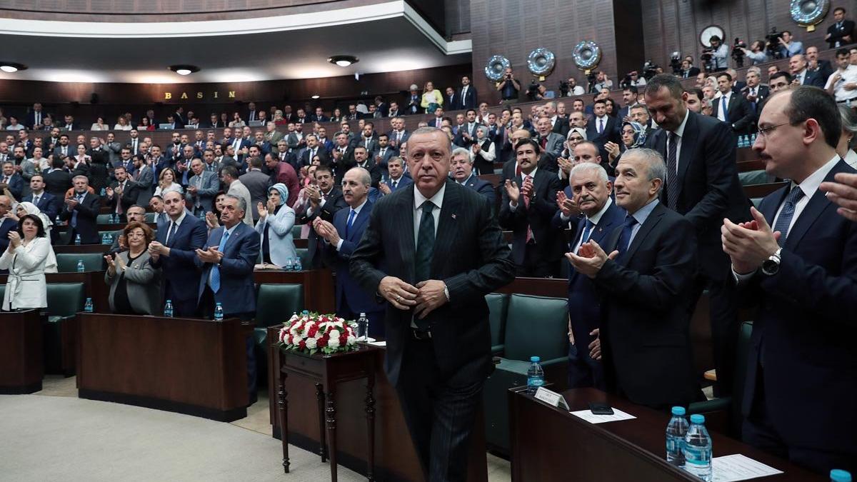 Erdoğan grup toplantısına Yıldırım ile birlikte geldi