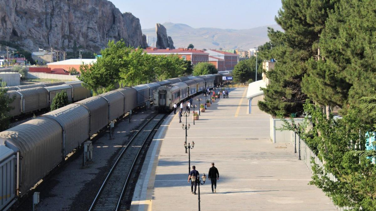 Tahran-Van treni ilk seferini gerçekleştirdi
