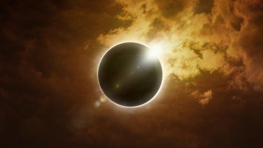 Yengeç burcunda tam Güneş Tutulması