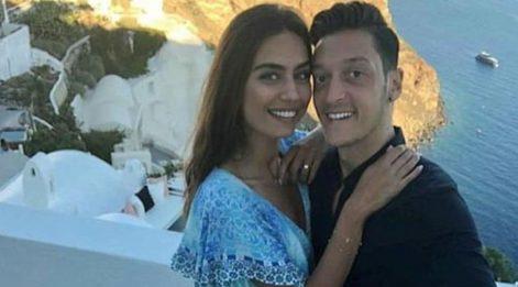Amine Gülşe ve eşi Mesut Özil birlikte rap yaptı