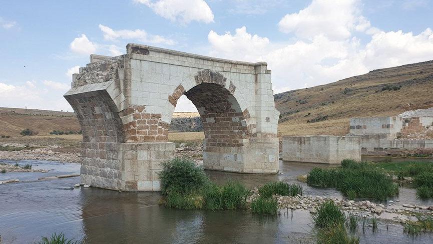 Tarihi yapı restorasyona girdi, fayans olarak çıktı