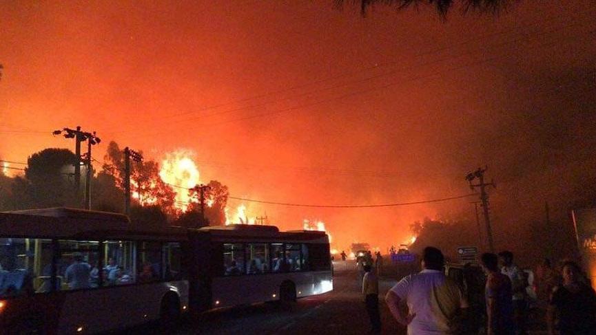Son dakika... İzmir'deki orman yangını nedeniyle oteller boşaltıldı