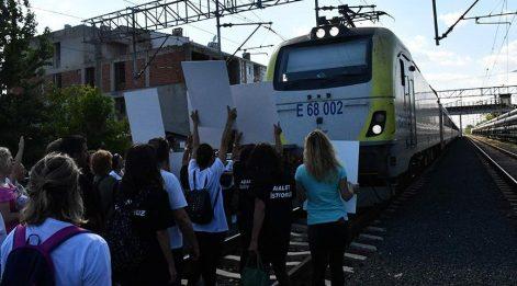Çorlu tren kazasının mağdurları trenin önünü kesti!