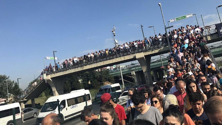 İBB'den İstanbul trafiği için ek metrobüs ve indirimli geçiş kararı