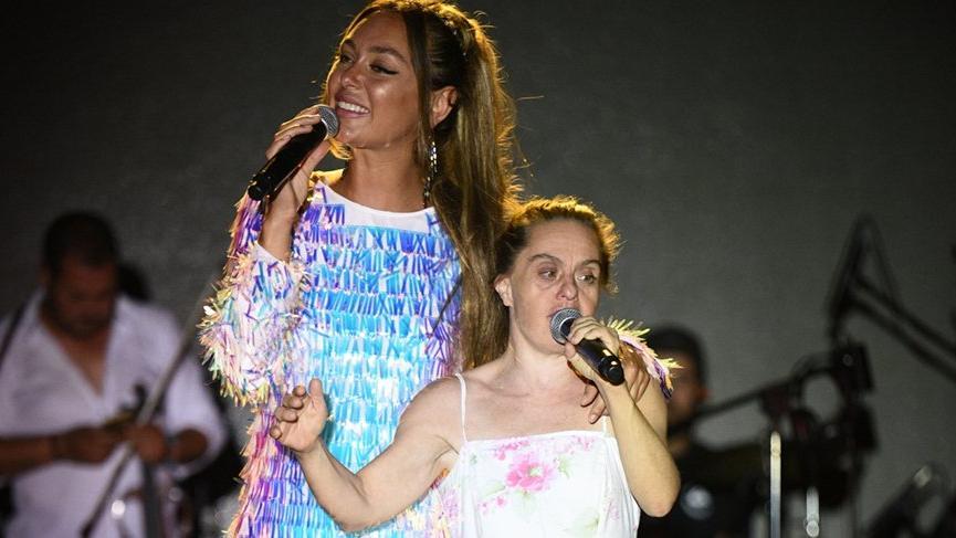 Cerem Onurluer, Down sendromlu Zeynep ile düet yaptı