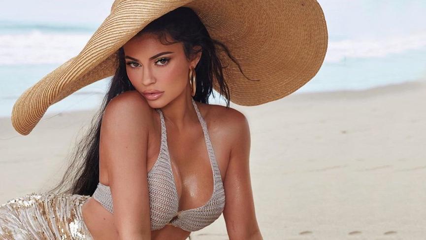 Kylie Jenner 3 milyon TL'lik yeni arabasını tanıttı
