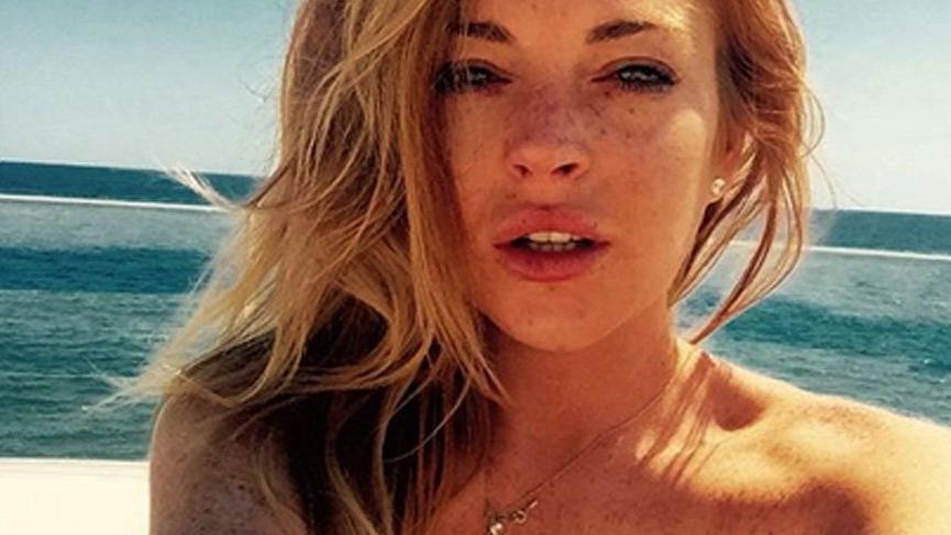 Lindsay Lohan'dan yeni yaşa çıplak merhaba