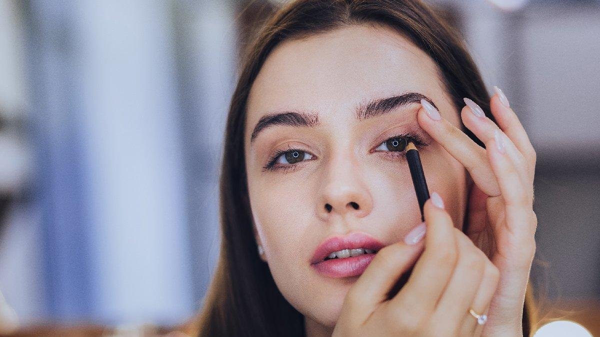 Eyeliner nasıl sürülür? Pratik eyeliner çekme önerileri...