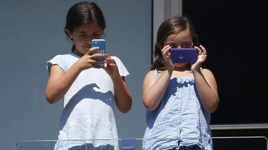 Cep telefonu kullanan çocuklar için çok ciddi uyarı!