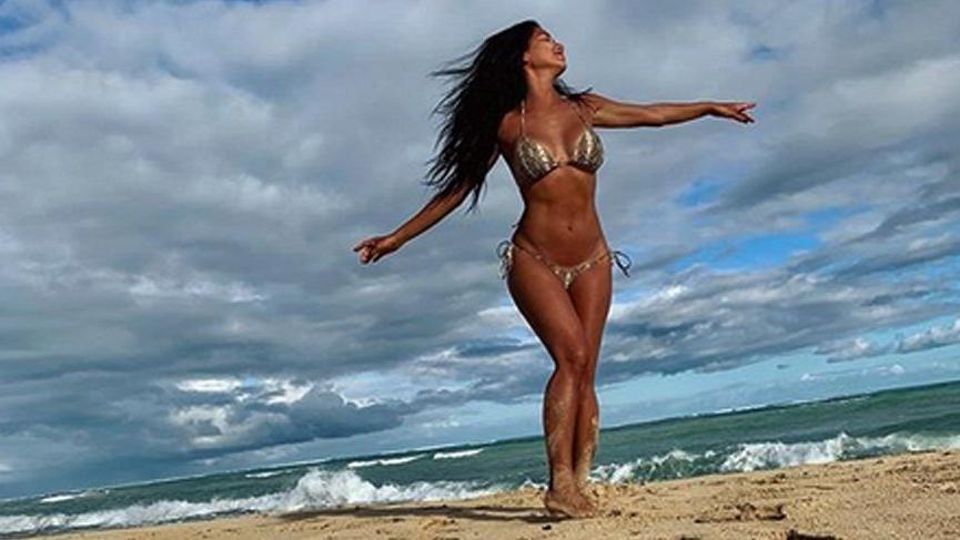 Ünlü şarkıcıdan bikinili '4 Temmuz' kutlaması