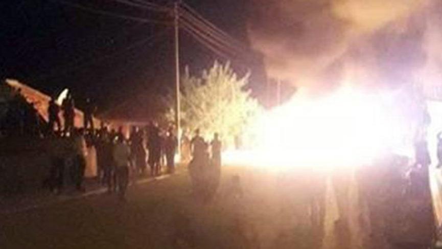 Öfkeli mahalleli tutuklanan tacizcinin eşyalarını sokak ortasında ateşe verdi