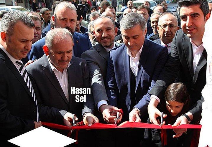 Baklavacı zincirlerinin sahibi Hasan Sel, İstanbul'daki bir şubenin açılışını yaparken…