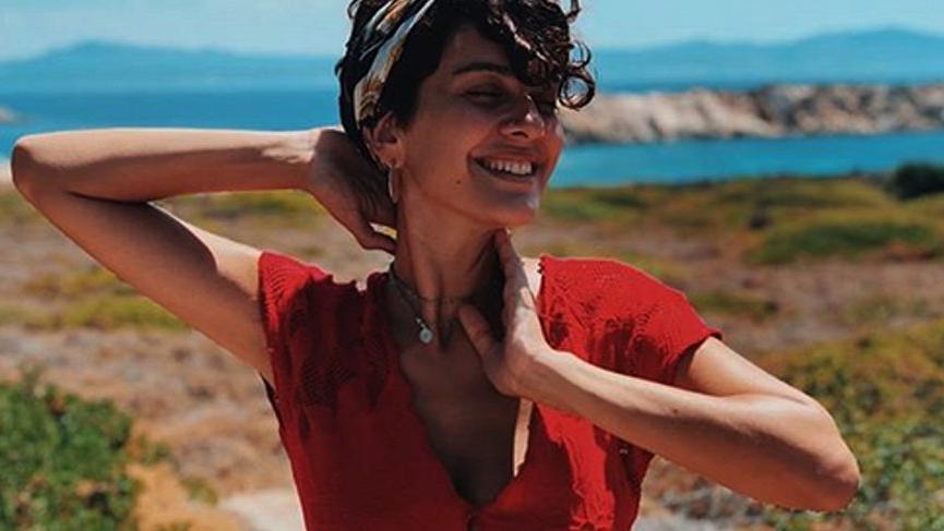 Oyuncu Bergüzar Korel'den 1 milyon kutlaması