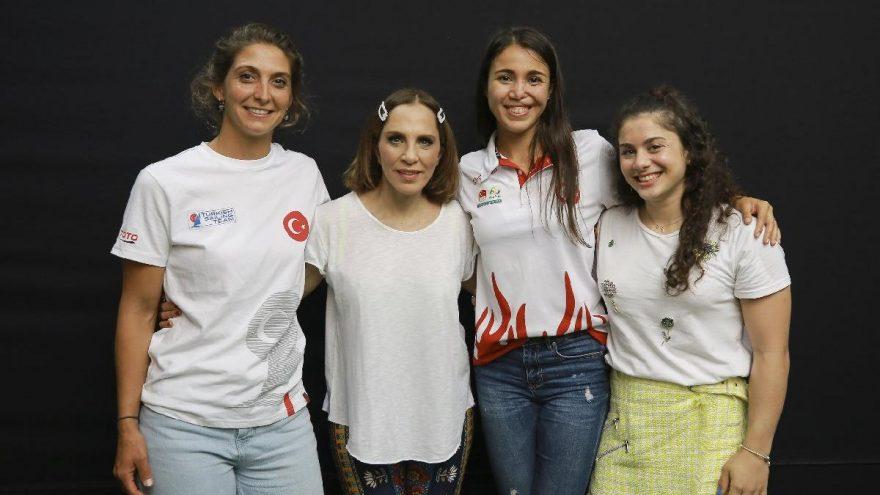 Sertab Erener, 2020 Tokyo Olimpiyatları'na hazırlanan kadın sporcuları kulisinde ağırladı