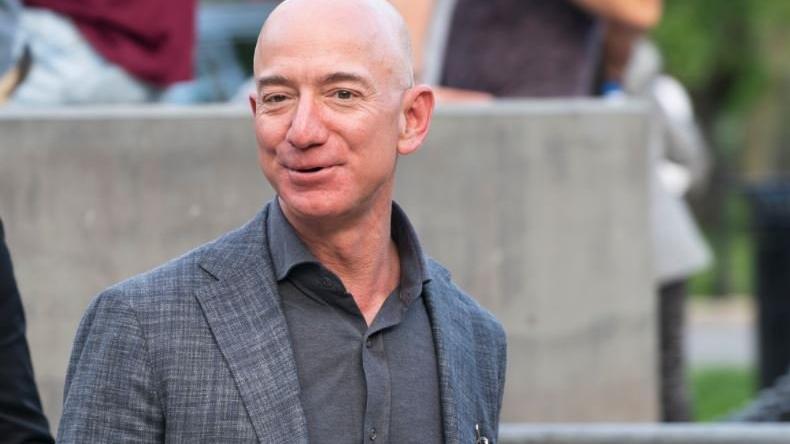 Dünyanın en zengin iş insanı Jeff Bezos kimdir, kaç yaşındadır?