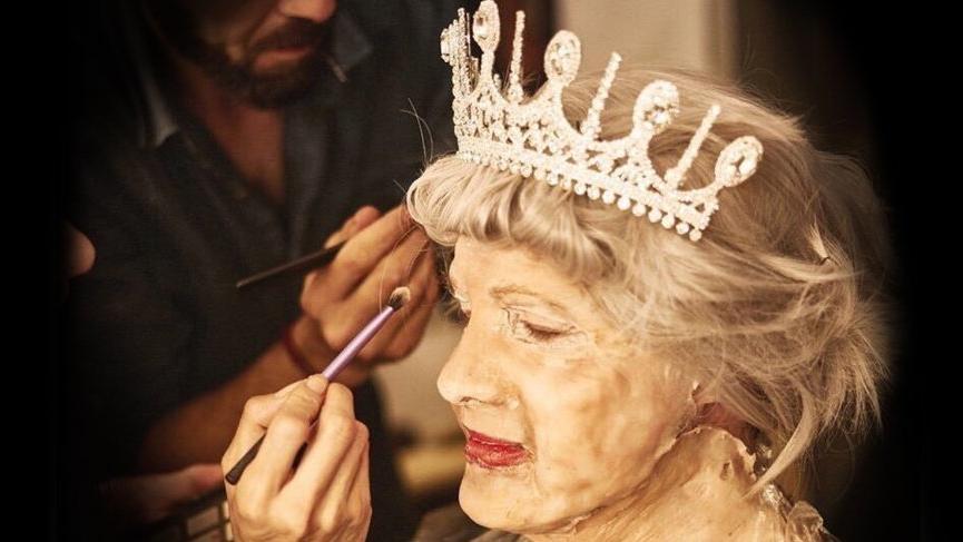 Ozan Doğulu Kraliçe II. Elizabeth'i canlandırdı