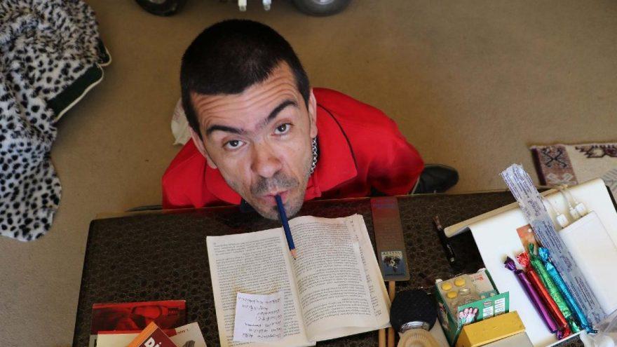 SP hastası Mustafa, 3 üniversite bitirdi, 3 kitap yazdı