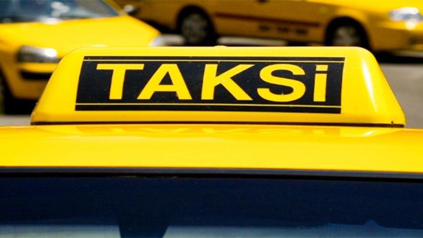 Beyoğlu'nda istediği ücreti alamayan taksici, kadın turisti darp etti