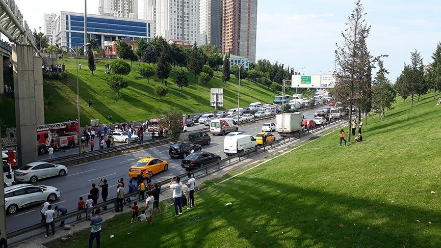 İstanbul'da intihar girişimi! Trafik durdu
