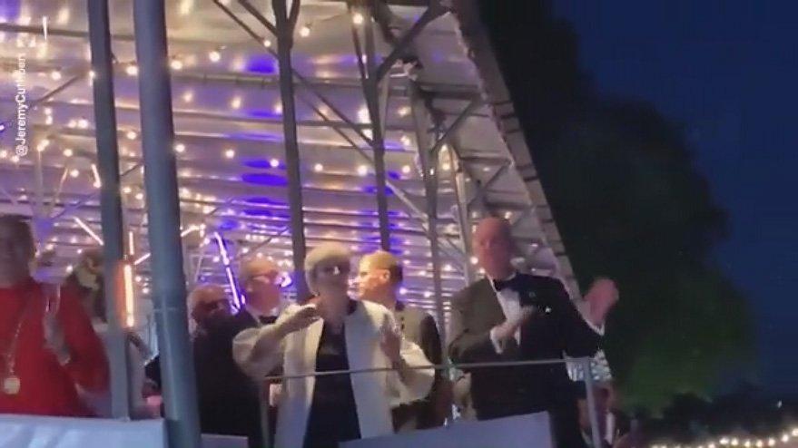 İngiltere Başbakanı'ndan dans şov