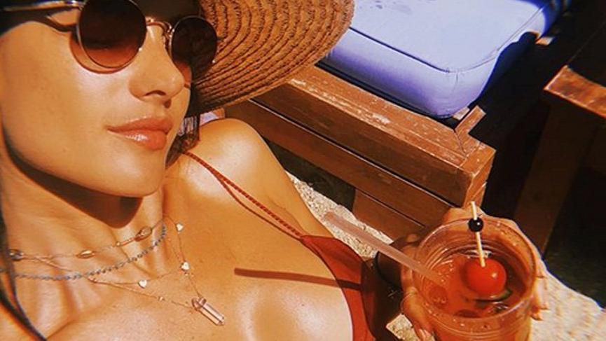 Alessandra'nın tatil pozu