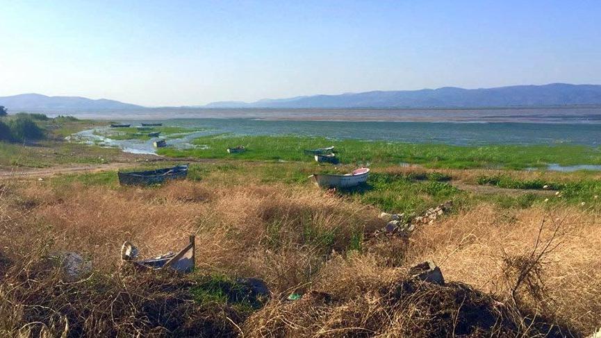 Bir zamanlar masmavi olan göl kurumaya başladı