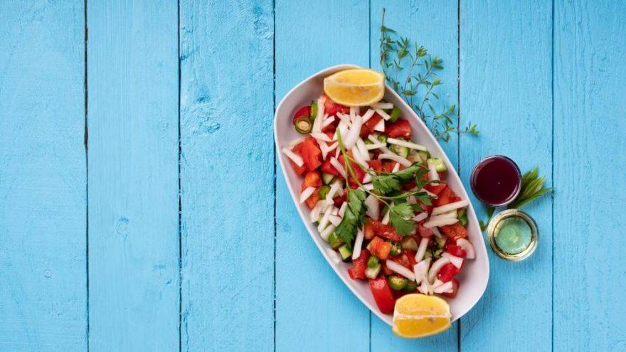 Vazgeçilmez lezzet çoban salatası: Çoban salatası nasıl yapılır? İşte tarifi…