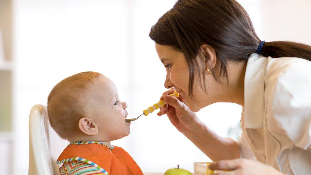 Bebeklerde ek gıdaya geçiş ne zaman olmalı? İlk ne verilmelidir?