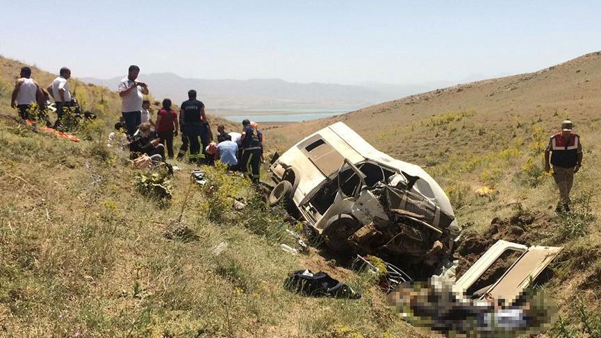 Son dakika… Van'da minibüs takla attı: En az 10 ölü!