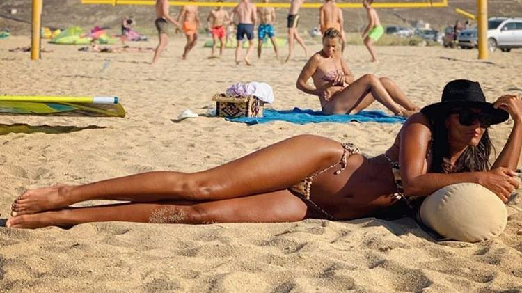 Eda Taşpınar'ın plaj keyfi