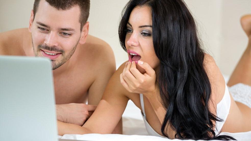 Ve ortaya çıktı: Google ve Facebook sizinle porno izliyor!