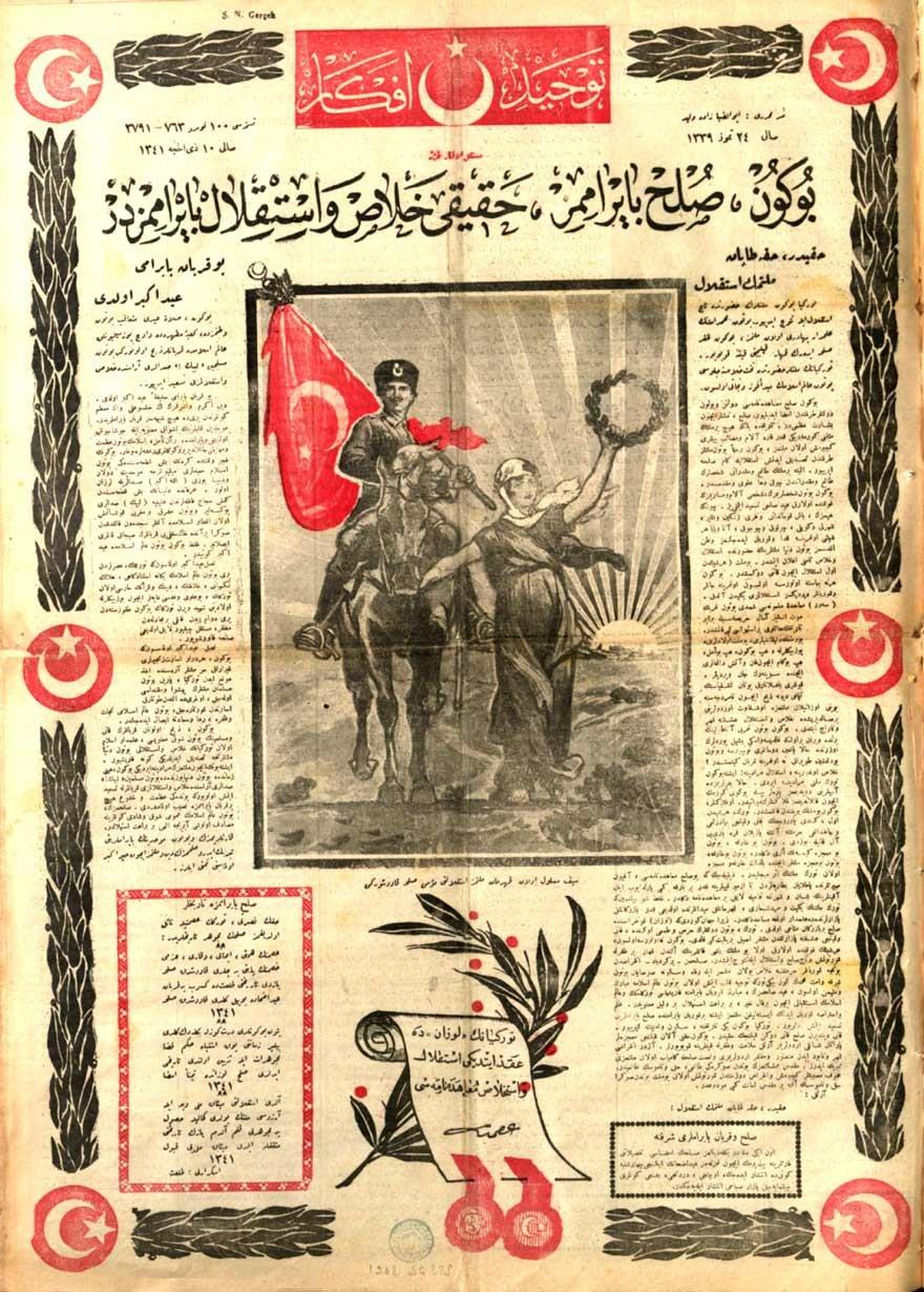 """24 Temmuz 1923 tarihli Tevhid-i Efkâr Gazetesi. Gazete Lozan Antlaşması'nı şu cümlelerle manşete taşıyor: """"Bu gün sulh bayramı, hakiki halas(kurtuluş) ve istiklal bayramıdır."""""""