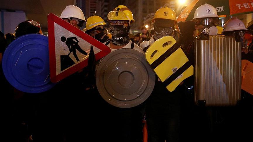 Hong Kong'daki protestolar şiddetleniyor!