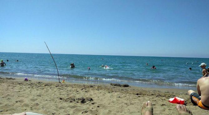 Halk plajı girişini kapatıp otopark yaptılar