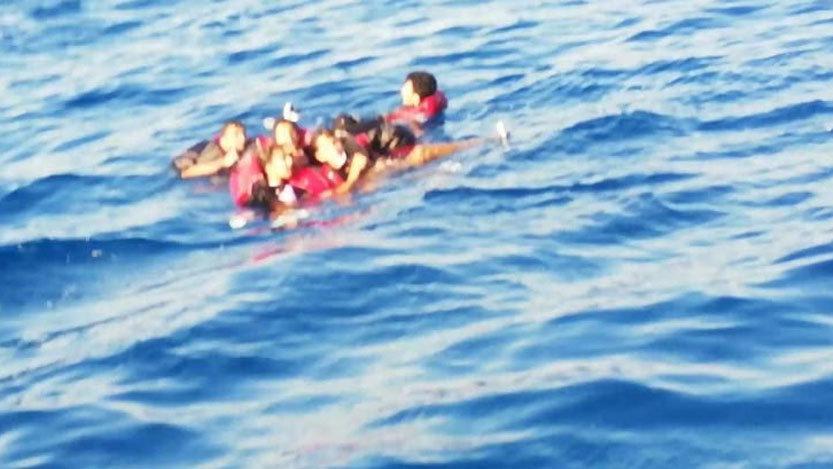 Bodrum'da kaçak göçmenlerin teknesi battı: 8 kişi kurtarıldı, 1 kayıp