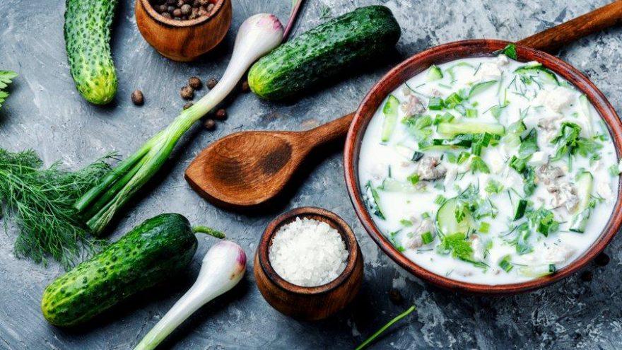 Sıcak havalarda içinizi serinletecek soğuk çorba tarifi: Dövme çorba nasıl yapılır?